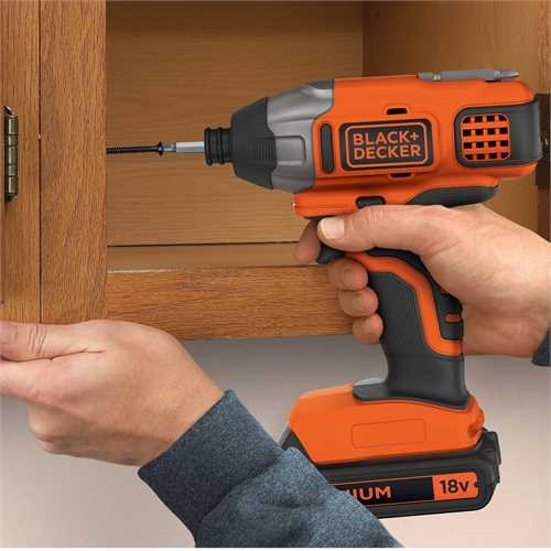 BLACK+DECKER - Visseuse  impacts 18V  LITHIUM batterie et chargeur non inclus - BDCIM18N