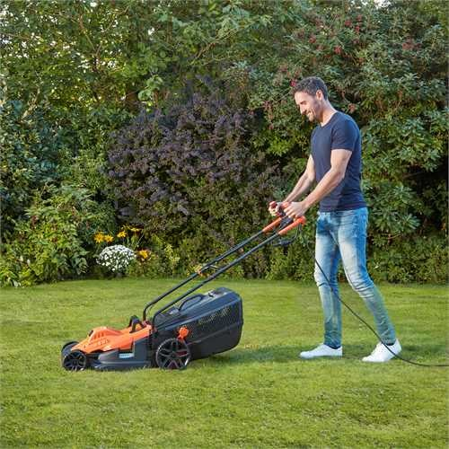 BLACK+DECKER - 38cm 1600W Mower with Ergonomic Handle Design - BEMW471BH